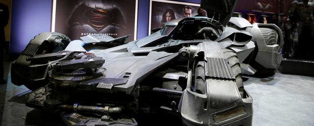 Noul Batmobil din Batman vs. Superman te va lasa cu gura cascata. Garantat!