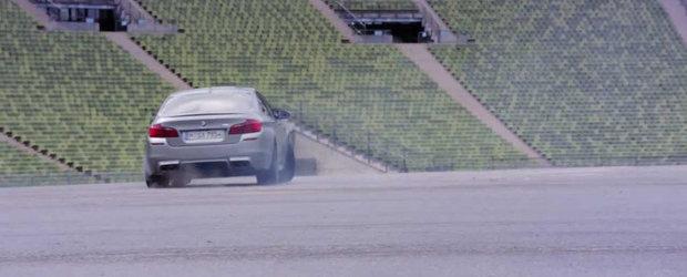 Noul BMW M5 '30 Jahre M5' se dezlantuie in primul sau promo oficial