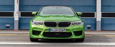 Noul BMW M5, asa cum nu o sa-l vezi niciodata pe strada. Cum arata modelul de 600 CP vopsit in rosu Ferrari sau verde Java