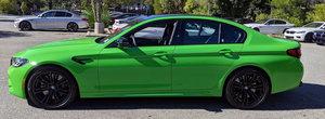 Noul BMW M5, asa cum probabil nu o sa-l mai vezi niciodata. Cum arata super-sedanul bavarez vopsit in Verde Mantis