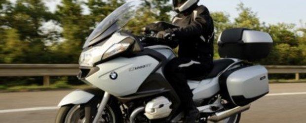 Noul BMW R1200 RT se lasa admirat la Salonul Moto din Milano