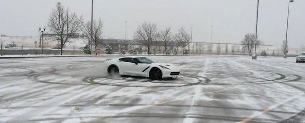 Noul Corvette Stingray ne face pofta de joaca pe zapada
