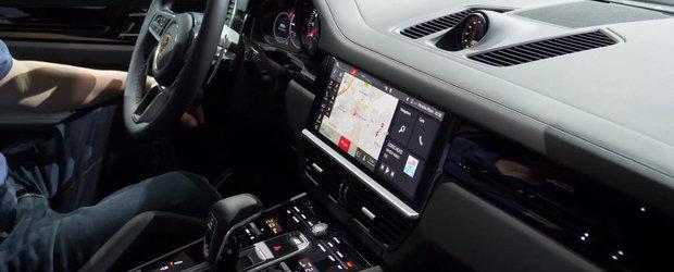 Noul ecran tactil de 12.3 inch fura toate privirile. Uite cum arata acum la interior SUV-ul rege de la Porsche