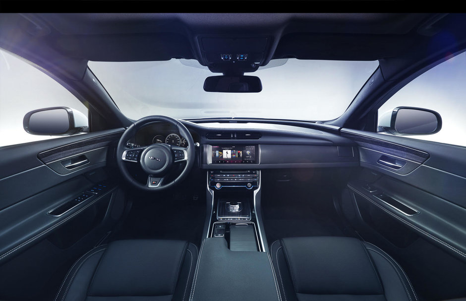 Noul Jaguar XF