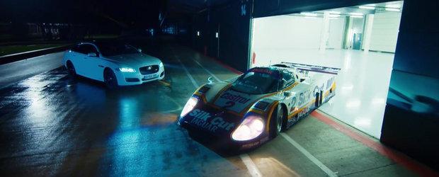 Noul Jaguar XJR intalneste legendarul XJR-9 LM sub cerul de la Silverstone