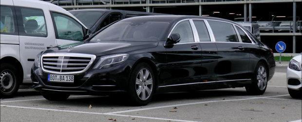 Noul Maybach S600 Pullman e atat de lung ca are nevoie de doua locuri de parcare