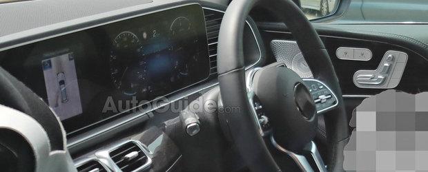 Noul Mercedes GLE, surprins cu interiorul la vedere. SUV-ul german are doua ecrane uriase in bord