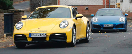 Noul Porsche 911, surprins complet necamuflat alaturi de modelul actual. Cum s-a schimbat designul caroseriei