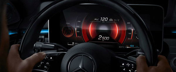 Noul S-Class este la ani lumina in fata concurentei. Primele poze de la interior dezvaluie 5 ecrane si ceasuri de bord 3D