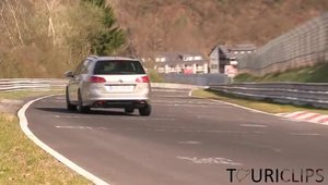 Noul Volkswagen Golf R Break isi incordeaza muschii la Nurburgring