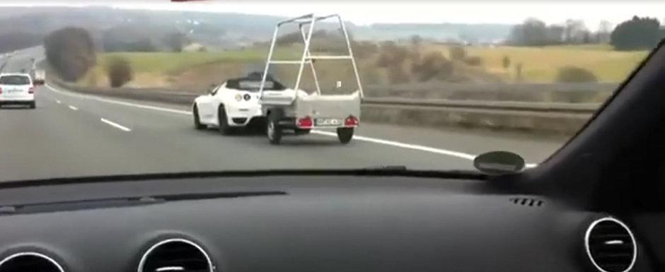 Nu i-a venit sa creada ce vede pe autostrada. Un FERRARI tragea nestingherit o remorca