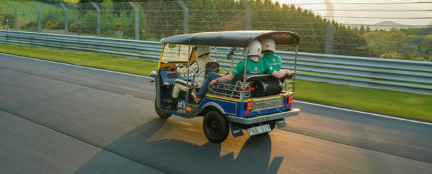 """""""Nu mai facem niciodata asa ceva!"""" Cineva a stabilit un record pe Nurburgring cu...un TUK-TUK"""