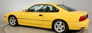 Nu se mai fac ca pe vremuri: super-BMW-ul din '95 are cutie manuala si motor V12 aspirat