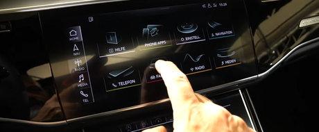 Nu se mai satura sa se joace cu el. Inca o dovada ca noul Audi A8 este cea mai tehnologizata masina din istorie