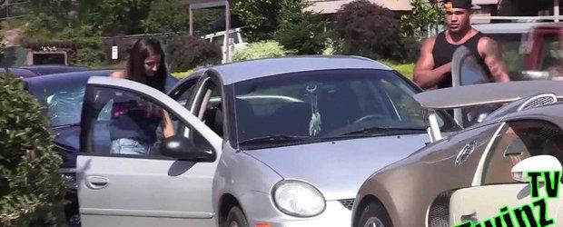 NU toate femeile sunt materialiste: Cum sa agati cu un sedan vechi