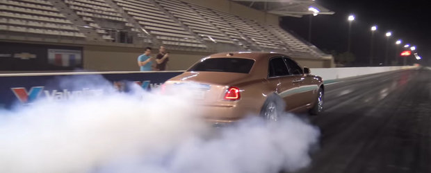 Numai la arabi poti sa vezi un Rolls-Royce extrem de rar facand asta