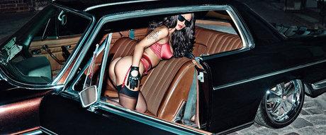 O bruneta sexy si multe masini tunate. Calendarul Miss Tuning 2016 e AICI!