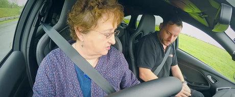 O bunicuta ne arata cat de usor face drifturi un Ford Focus RS de 350 cp