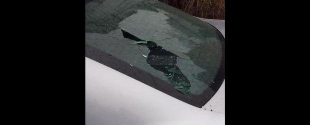 O femeie suparata pe iubitul sau distruge tot in cale, iar masina este prima victima