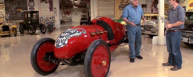 O masina de curse veche de 104 ani este scoasa la plimbare de Jay Leno