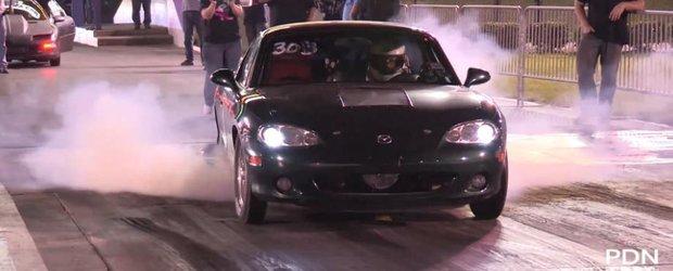 O mazda Miata electrica face de ras un Mustang la drag-racing