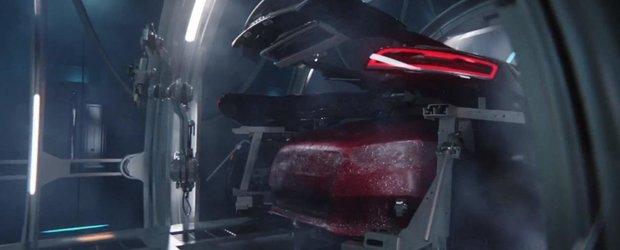 O reclama dubioasa ne arata cum noul Audi RS3 e avortat de un R8