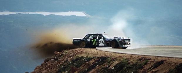 O singura greseala si ajungea istorie. Ken Block urca in drift coasta de la Pikes Peak. Cu o masina de 1400 CP!
