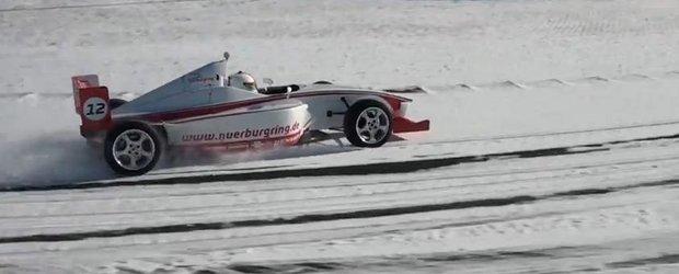 O tura pe Nurburgring plin de zapada, cu o masina de Formula Race