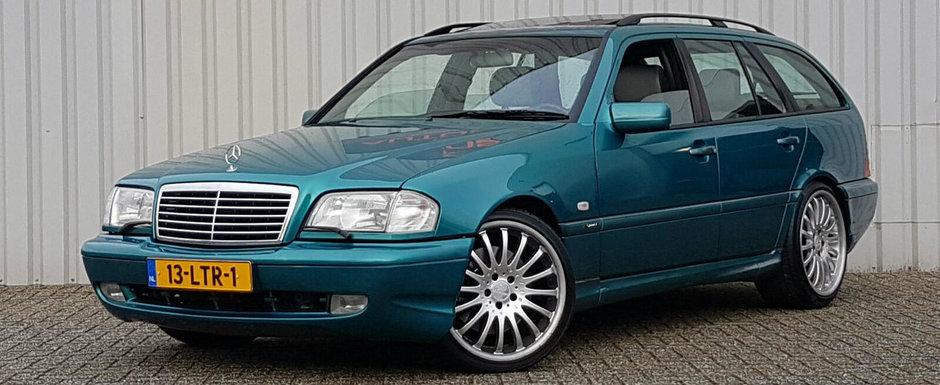 Ocazie rara. Acest Mercedes din '99 se vinde alaturi de o motorizare V8 si un interior in doua culori