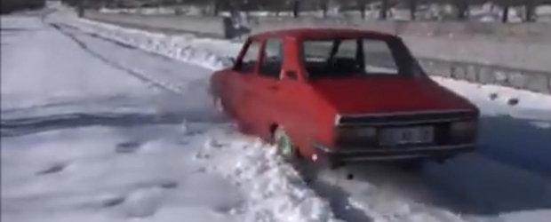 Off-road cu Dacia 1310 dotata cu anvelope de teren accidentat