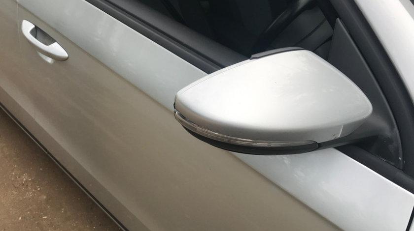 Oglinda dreapta cu defect Volkswagen Passat B7