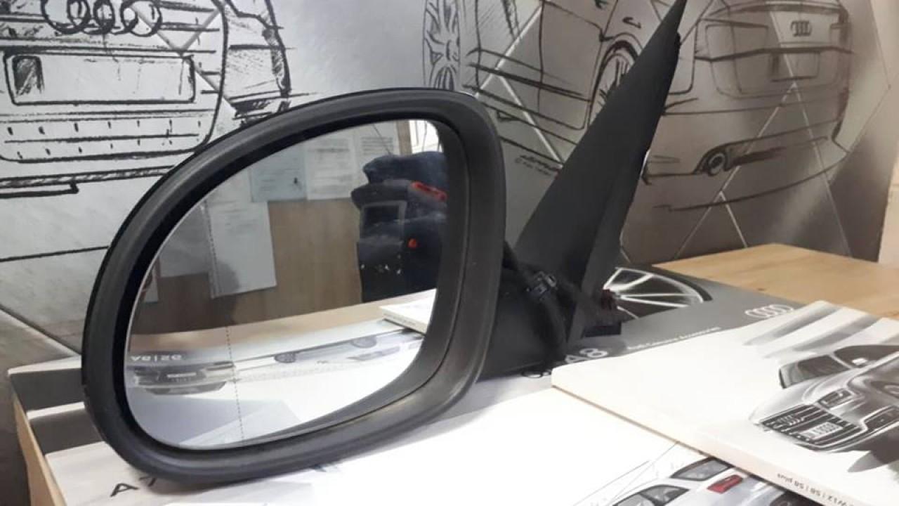 Oglinda stanga completa Volkswagen Tiguan 2009-2014, neagra cu semnal 5N1857501AE
