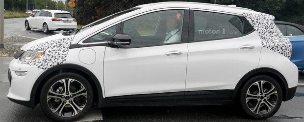 Opel a uitat de fotografiile publicate anterior si scoate in teste un... Ampera-e camuflat