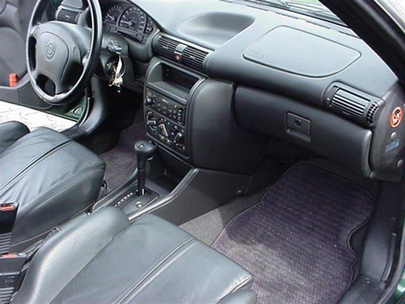 Opel Astra cu 14200 km la bord