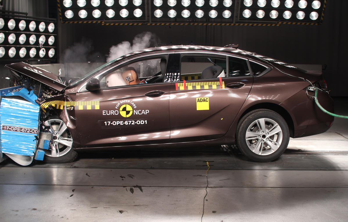 Opel Insignia la EuroNCAP - Opel Insignia la EuroNCAP