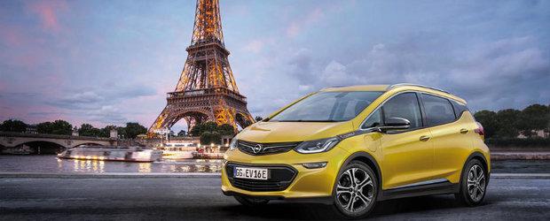 Opel revolutioneaza piata cu noul Ampera-e. Modelul prezentat la Paris face 500 de kilometri cu un plin. De baterii desigur