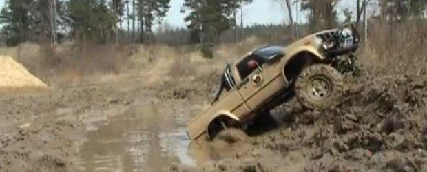 Orice barbat are nevoie de o asemenea jucarie! Toyota Hilux, off-road extrem!