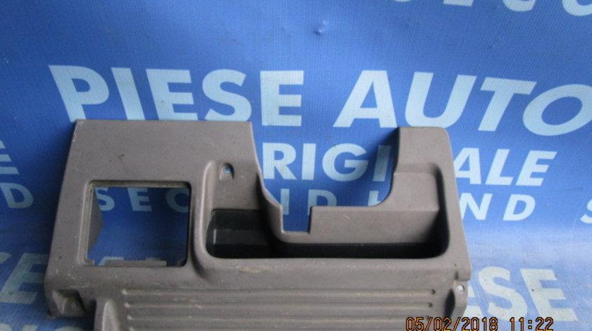 Ornament bord Nissan Primera ; 681102F900