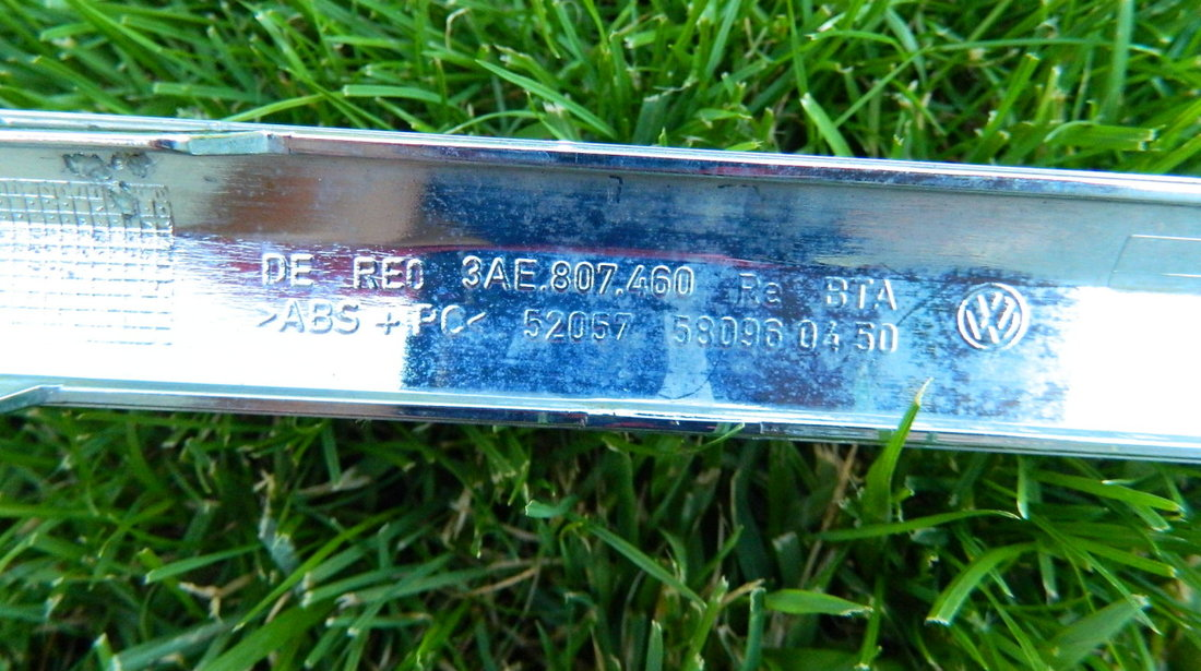 Ornament crom bara spate VW Passat model 2012-2014 cod 3AE807459,3AE807460