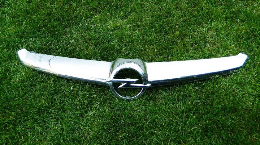 Ornament crom grila centrala Opel Insignia model 2014 cod 22787081