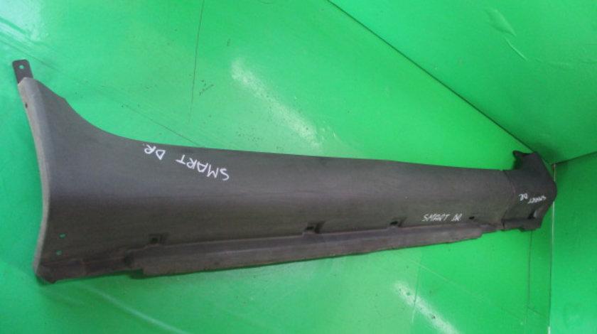 ORNAMENT PLASTIC / PRAG DREAPTA COD 0000870V007 SMART CABRIO 450 FAB. 2000 – 2007 ⭐⭐⭐⭐⭐