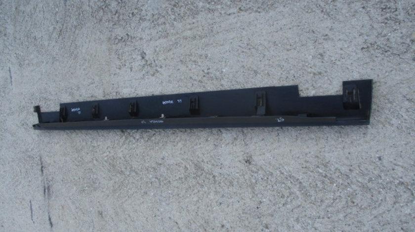 ORNAMENT PLASTIC / PRAG DREAPTA HONDA CR-V 2 4X4 FAB. 2001-2006 ⭐⭐⭐⭐⭐