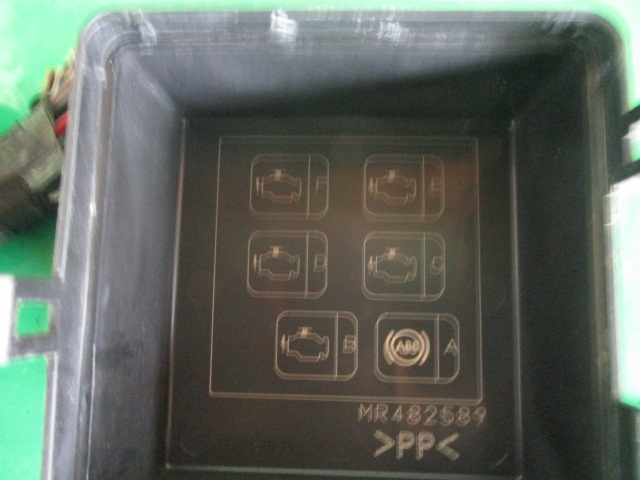 PANOU / BLOC RELEE COD MR482589 MITSUBISHI PAJERO SHOGUN III FAB. 1999 - 2007 ⭐⭐⭐⭐⭐