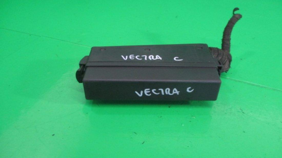 PANOU / BLOC SIGURANTE / RELEE OPEL VECTRA C 1.9 CDTI FAB. 2002 – 2009 ⭐⭐⭐⭐⭐