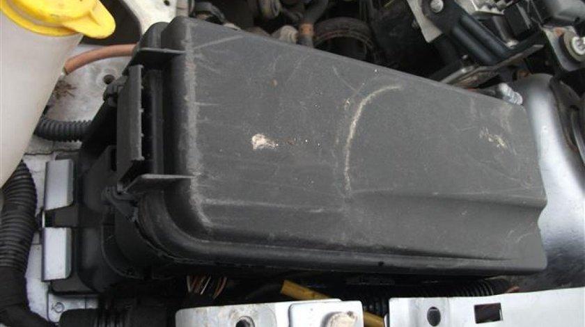 Panou sigurante motor Opel Vectra an 2007 19 Diesel150cp Complet cu capac