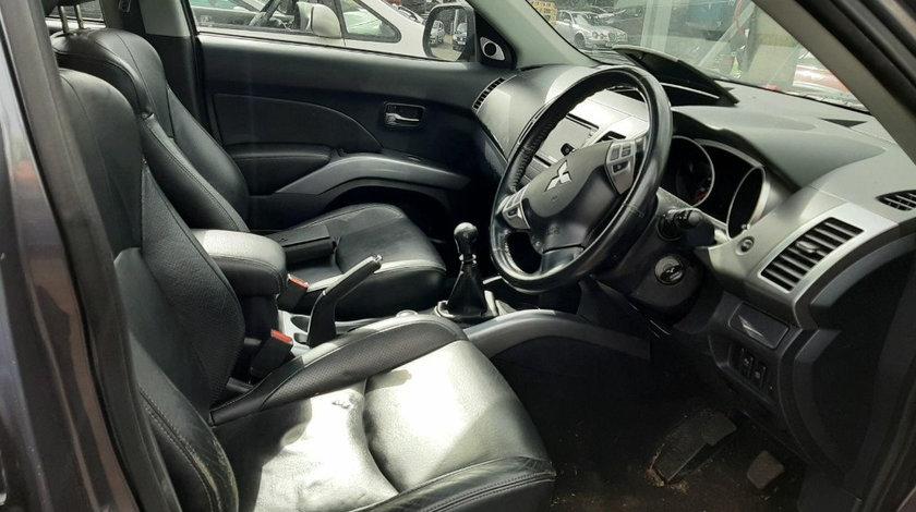 Parasolare Mitsubishi Outlander 2008 SUV 2.2 DIESEL