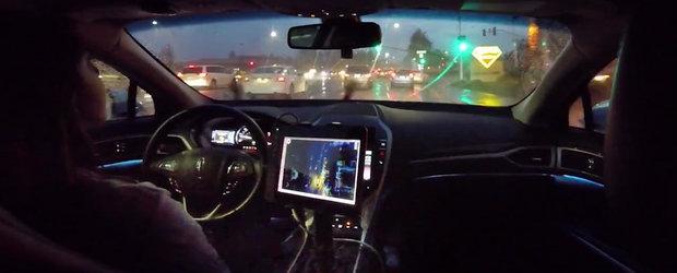 Parca ar fi un om la volan. Cum este condusa o masina prin noapte si ploaie de... un computer