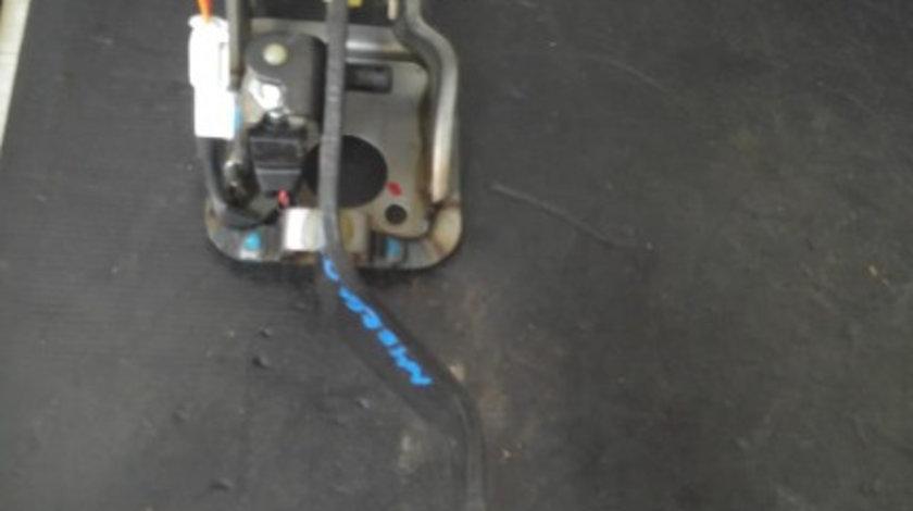 Pedala ambreiaj hyundai ix20 1.4 d 90 cp dupa 2011