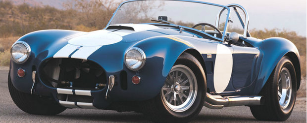 Performante actuale dintr-o masina clasica: AC Cobra pe circuitul Laguna Seca