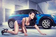 Pictorial Super-Sexy: Fete electrizante si masini ecologice